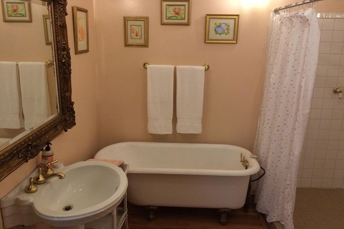 Fairfield Farm Cottage - Bathroom