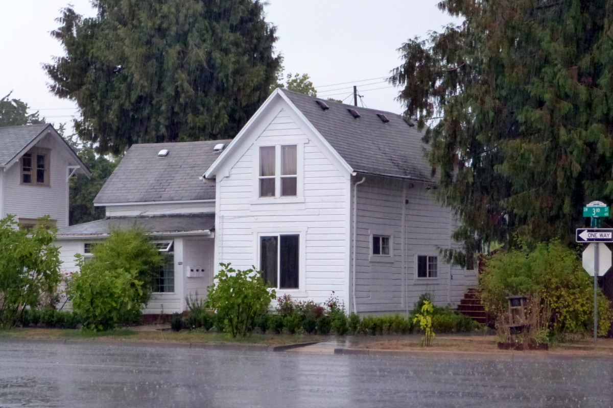 Avery Helm Historic District Walking Tour - The historic Mary G. Reed House (built ca. 1905), located at 645-647 Southwest 3rd Street in Corvallis, Oregon, United States, is listed as a contributing r