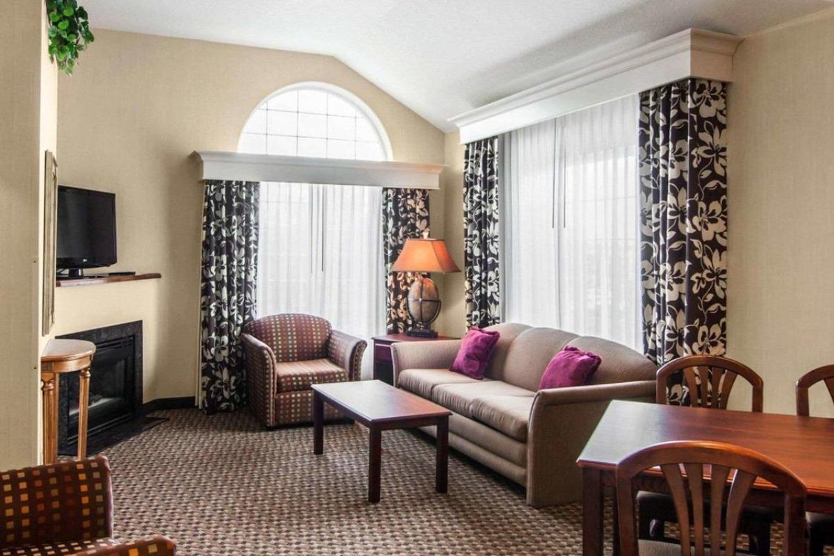 Comfort Suites Guest Room
