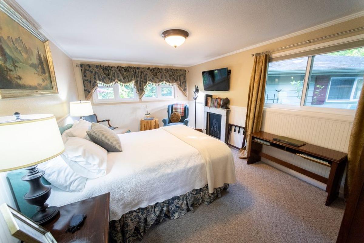 Lewisburg Guest Suite Room